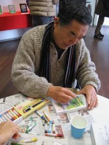 エコアートを描く中村さん